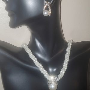 2 piece pearl necklace and earring set